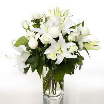 Çankırı anneler günü çiçek yolla  1 dal cazablanca 7 adet beyaz gül vazosu