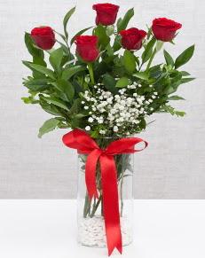 cam vazo içerisinde 5 adet kırmızı gül  Çankırı çiçek , çiçekçi , çiçekçilik