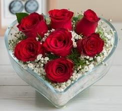 Kalp içerisinde 7 adet kırmızı gül  Çankırı anneler günü çiçek yolla