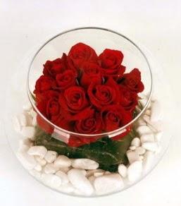 Cam fanusta 11 adet kırmızı gül  Çankırı çiçek online çiçek siparişi