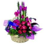 çikolata ve sepette çiçek   Çankırı anneler günü çiçek yolla