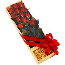 kutuda 12 adet kirmizi gül   Çankırı hediye sevgilime hediye çiçek