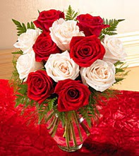 Çankırı ucuz çiçek gönder  5 adet kirmizi 5 adet beyaz gül cam vazoda