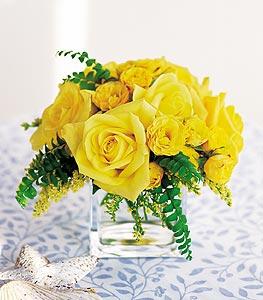 Çankırı çiçek , çiçekçi , çiçekçilik  cam içerisinde 12 adet sari gül