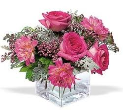 Çankırı çiçek , çiçekçi , çiçekçilik  cam içerisinde 5 gül 7 gerbera çiçegi
