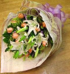 Çankırı İnternetten çiçek siparişi  11 ADET GÜL VE 1 ADET KAZABLANKA