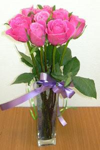 cam vazo içerisinde 11 adet gül  Çankırı İnternetten çiçek siparişi