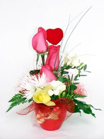 Çankırı güvenli kaliteli hızlı çiçek  cam içerisinde 3 adet gül ve kir çiçekleri