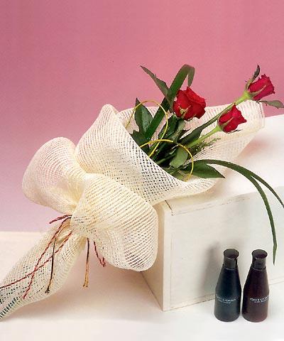 3 adet kalite gül sade ve sik halde bir tanzim  Çankırı çiçek yolla