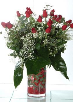 Çankırı online çiçek gönderme sipariş  11 adet kirmizi gül ve cam yada mika vazo tanzim