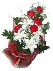 Çankırı çiçek siparişi vermek  5 adet kirmizi gül 1 adet kazablanka çiçegi buketi
