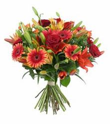 Çankırı çiçek online çiçek siparişi  3 adet kirmizi gül ve karisik kir çiçekleri demeti