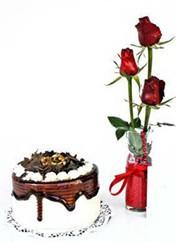 Çankırı çiçek gönderme  vazoda 3 adet kirmizi gül ve yaspasta