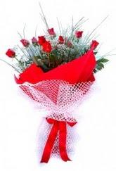 Çankırı 14 şubat sevgililer günü çiçek  9 adet kirmizi gül buketi demeti