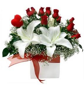 Çankırı online çiçekçi , çiçek siparişi  1 dal kazablanka 11 adet kırmızı gül vazosu