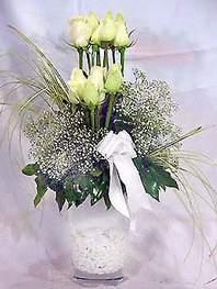 Çankırı çiçekçi telefonları  9 adet vazoda beyaz gül - sevdiklerinize çiçek seçimi