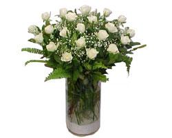 Çankırı cicek , cicekci  cam yada mika Vazoda 12 adet beyaz gül - sevenler için ideal seçim