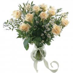 Vazoda 8 adet beyaz gül  Çankırı hediye çiçek yolla
