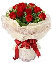 12 adet kırmızı gül buketi  Çankırı çiçekçi mağazası