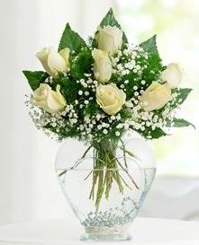 Cam içerisinde 7 adet beyaz gül  Çankırı çiçek , çiçekçi , çiçekçilik