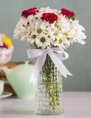 Papatya Ve Güllerin Uyumu camda  Çankırı anneler günü çiçek yolla