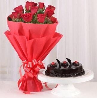 10 Adet kırmızı gül ve 4 kişilik yaş pasta  Çankırı İnternetten çiçek siparişi