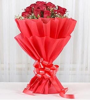 12 adet kırmızı gül buketi  Çankırı yurtiçi ve yurtdışı çiçek siparişi