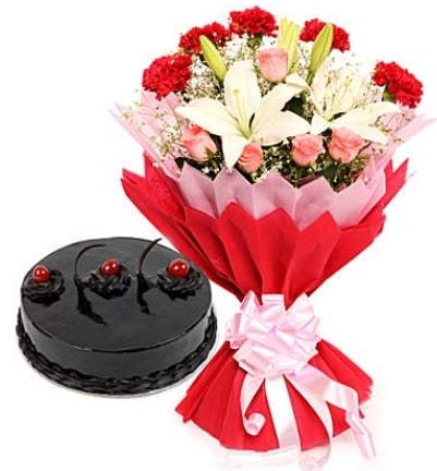 Karışık mevsim buketi ve 4 kişilik yaş pasta  Çankırı online çiçekçi , çiçek siparişi